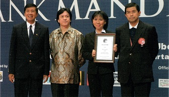 (L-R) Rudy hartono - liem swie king - susi s - korn thapparansi  in a 2004 picture