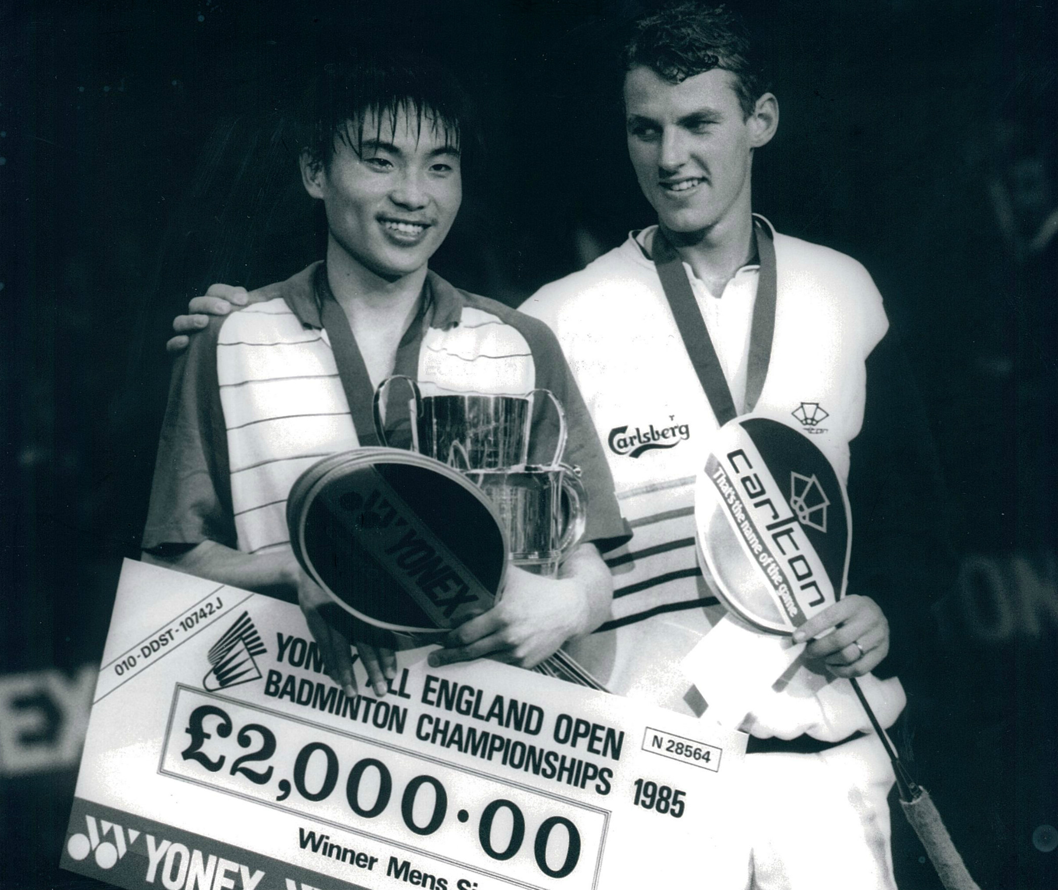 Morten frost acknowledges 1985 all england winner zhao jianhua - pic by preben soborg