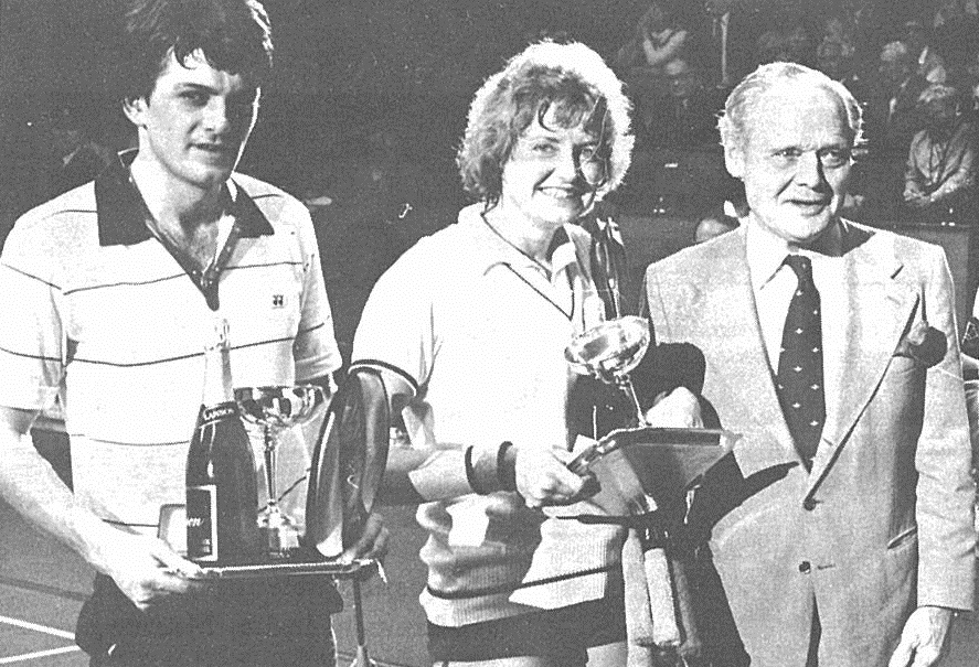 Xd champions all england 1982 gillian gilks (centre) + martin dew with sir douglas bader -  wb june 1982 - pic by preben soborg
