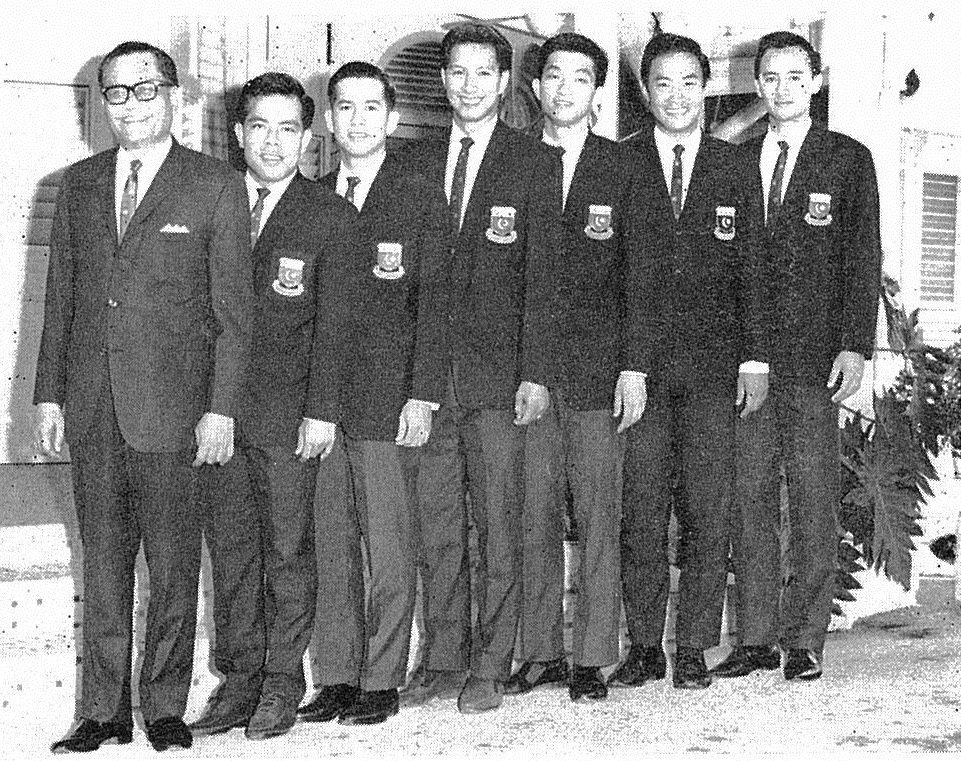 Ng boon bee, 2nd in row, with mohd khir johari and rest of malayan team - 1967 thomas cup champions - bg oct 1967 cover