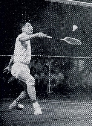 Tang hsienhu in action - bangkok exhibition matches - eagle shuttlecock ad - wb oct-nov 1977 308